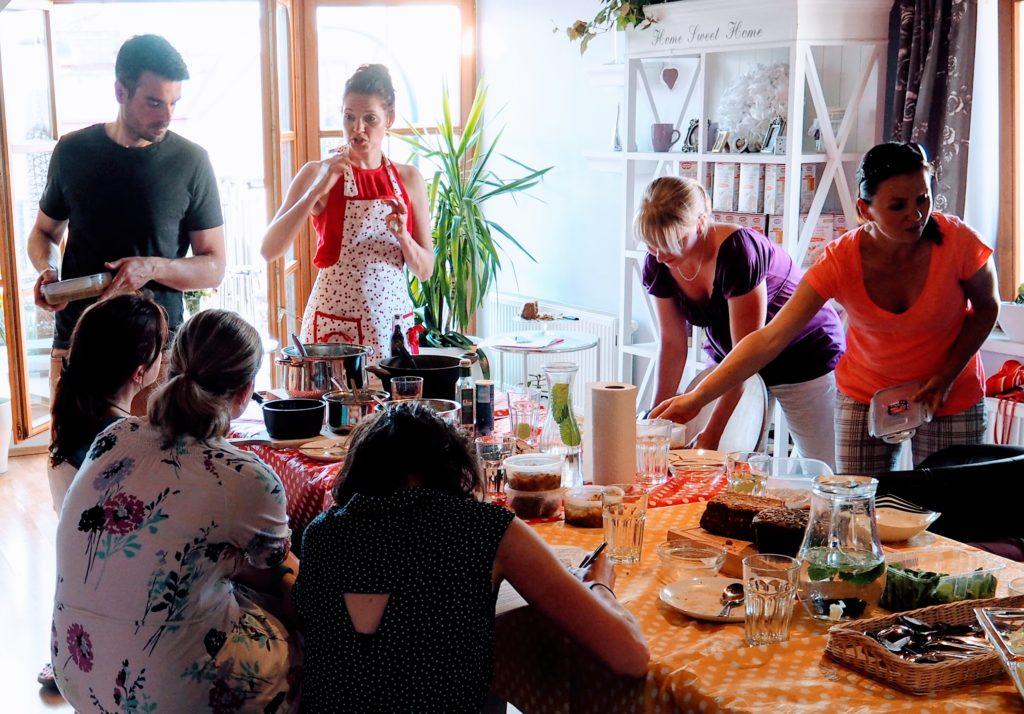 Kurz vaření vcentru Prahy, kde se naučí vařit zdravě začátečníci ipokročilí.